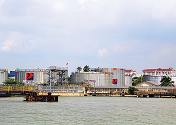 low oil prices in malaysia causes Effects may be expected while malaysia and indonesia have acted, other countries have done much less in venezuela, for example, transportation fuel has been almost free for decades in such contexts with very generous fuel subsidies, even low oil prices may not be enough to protect a reform-oriented government from.